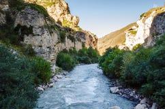 Rivière de montagne en canyon de Chegem Image libre de droits
