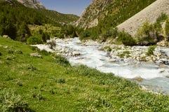 Rivière de montagne, gorge de Galuyan, Kirghizistan Photographie stock
