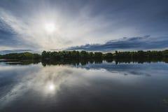 Rivière de Moscou au parc de Kolomenskoye images stock