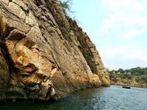 Rivière de narmada de botte, roche de marbel photographie stock libre de droits