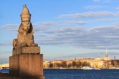 Rivière de Neva de belle vue dans le St Petersbourg Photos stock