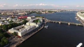 Rivière de Neva, pont de palais banque de vidéos