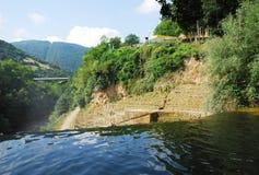 Rivière de Pliva circulant sur la cascade de Jajce Images libres de droits