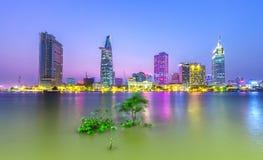Rivière de Saigon d'architecture de beauté Photos libres de droits