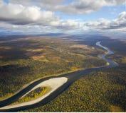Rivière de Schugor, les Monts Oural du nord images libres de droits