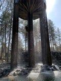 Rivière de soleil de roche de réservoir de cascade photos stock