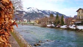 Rivière de Traun dans mauvais Ischl, Autriche clips vidéos