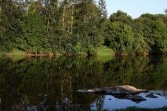 Rivière de Vienne, vue de saint Germain de Confolens, France images stock