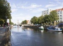 Rivière de ville Image stock