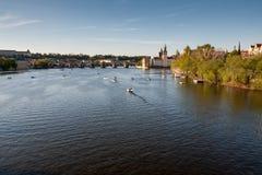 Rivière de Vltava à Prague avant coucher du soleil Photographie stock libre de droits