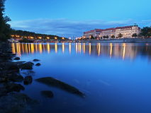 Rivière de Vltava le soir d'été Photo stock