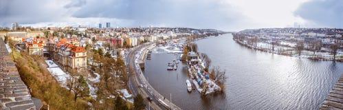 Rivière de Vltave de panorama, Prague, République Tchèque Photo stock