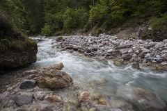 Rivière de Wimbach dans Nationalpark Berechtesgaden Photo stock