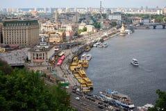 Rivière Dnieper et trams de rivière Photos libres de droits