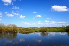 Rivière docile à l'arborétum commémoratif national, Alrewas image stock