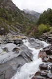 Rivière Dugoba au Kirghizistan Photo stock