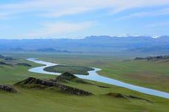 Rivière en forme de coeur dans la prairie de Bayanbulak, province du Xinjiang, à l'ouest de la Chine Photographie stock