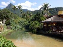 Rivière en grande plage d'Ilha en Rio de Janeiro State images stock