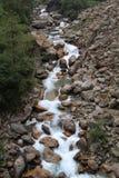 Rivière en vallée photographie stock libre de droits