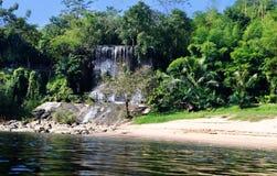 Rivière et cascade de Kwai Photo libre de droits