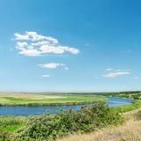 Rivière et ciel bleu Images libres de droits