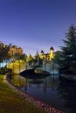 Rivière et ciel nocturne de pont Photo stock