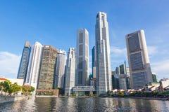 Rivière et gratte-ciel de Singapour Photo libre de droits