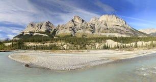 Rivière et montagnes Alberta Canada de Saskachewan photo libre de droits