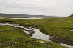 Rivière et montagnes de canalisation Photo stock