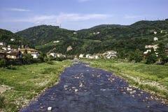 Rivière et montagnes de l'Adige dans HDR Image stock