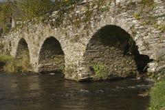 Rivière et pont Photographie stock libre de droits