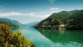 Rivière et réservoir d'Aragvi en Géorgie Photographie stock libre de droits
