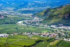 Rivière et route en Italie Images libres de droits