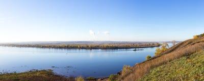 Rivière Kama, panorama Photos stock