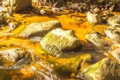 Rivière l pierres Image stock
