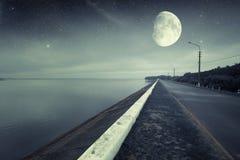 Rivière la nuit photographie stock libre de droits