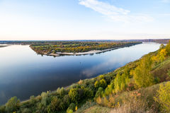 Rivière large de la taille de l'automne photos stock