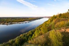 Rivière large de la taille de l'automne photographie stock