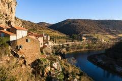 Rivière le Tarn, France de Peyre de village Images libres de droits