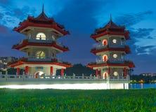 Rivière lunaire de nouvelle année pagoda de jardin de lac de nuit jumelle de paysage Photographie stock libre de droits
