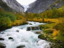 Rivière magique de vallée de glacier photo stock