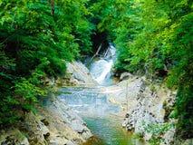 Rivière naturelle débordante de pont Images libres de droits