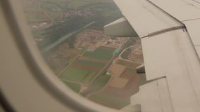 Rivière par la fenêtre d'avion banque de vidéos