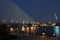 Rivière pendant la nuit, Bangkok Photo stock