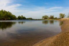 Rivière portugaise le Tage sur Sunny Day intelligent photographie stock