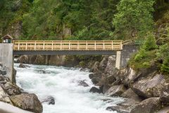 Rivière rapide et belle nature de Norvège Image stock