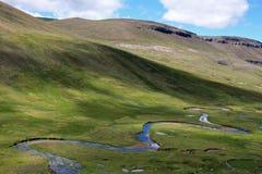 Rivière serpentant dans une vallée, Pérou du sud Photographie stock libre de droits