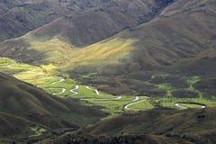 Rivière serpentant en Huaylla Belen Valley, Pérou du nord Image stock
