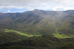 Rivière serpentant en Huaylla Belen Valley, Pérou du nord Photographie stock