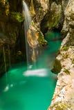 Rivière Soca près de Bovec, Slovénie Photographie stock